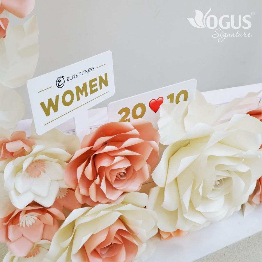 Chuỗi Elite Fitness toàn quốc được tô điểm với backdrop hoa hồng khổng lồ Ogus
