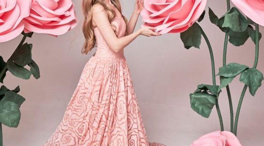 Tham khảo ngay những ý tưởng chụp hình studio với hoa khổng lồ