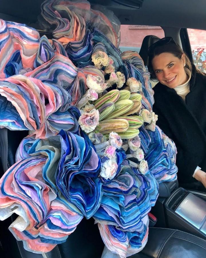 Choáng ngợp với hoa giấy ăn khổng lồ trang trí nghệ thuật